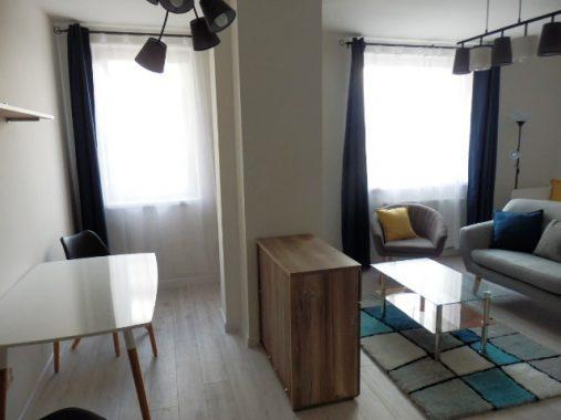 Pohľad na izbu s jedálňou 1